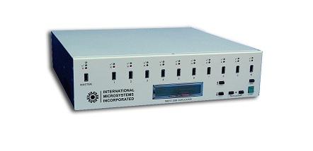 DUPLICADORA DE MEMORIA USB INTERNATIONAL SYSTEMS M6210 - DUPLICADORA DE MEMORIA USB INTERNATIONAL SYSTEMS M6210 Las duplicadoras de la Serie M6210-USB de IMI permite duplicar simultáneamente hasta 40 dispositivos de memoria sólida con conexión USB. También permite crear dispositivos USB master. Ideal para duplicaciones que requieran alta velocidad de copia. Sistemas stand-alone o con conexión opcional a PCs con Windows.